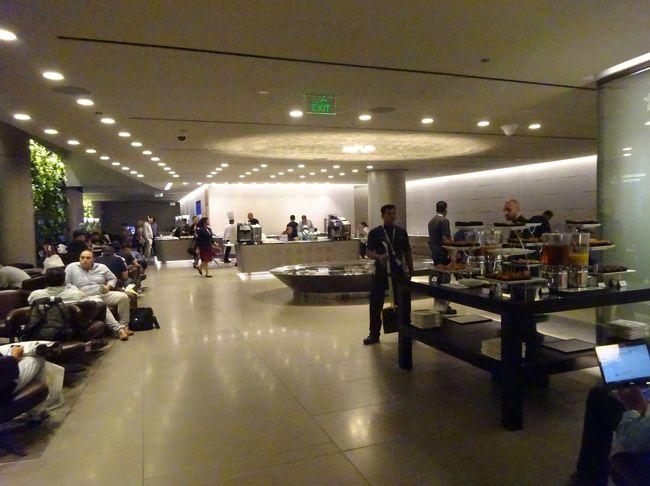 訪問時期:2017/11<br />国:カタール<br />空港:ドーハ・ハマド国際空港<br />ラウンジ名:Business Class Lounge<br />入場方法:プライオリティパス対応のラウンジからバウチャー貰う。<br />場所:AL MAHA TRANSIT LOUNGE向かい(直接は行けない)<br />ざくっと感想:行く予定のラウンジからここに回されたが、入場が大変だったので、室内が暑かったの記憶しかない