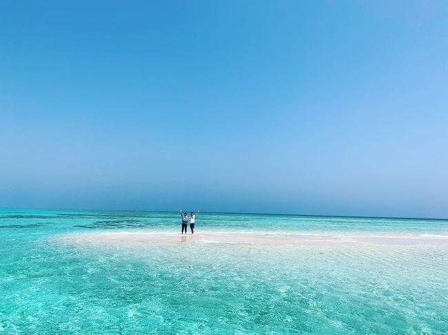 やっと、与論島へ行ってきました!<br /><br />お天気にも恵まれて、うりずんのヨロンブルーに癒されてきました。<br /><br />初めてなので、観光もしながら百合が浜メインの旅です。<br />百合が浜までsupで行くツアーに参加して満喫してきました。<br />欲を言えば、シュノーケルもしたかったなぁ。<br />旅程の短い週末旅なので、あれもこれもは無理でした。(体力的にも^^;)<br /><br />与論島は観光客が多すぎず、どこへ行っても貸切状態でのんびり過ごせました。<br />夏は多いのかなぁ?<br />島の人たちはみんな感じが良くて、とても居心地良かったです。<br />ステキな出会いがたくさんありました。<br /><br />旅から帰ってきてもまだ余韻に浸っています。<br />またきっと、行きたい場所になりました。<br /><br />旅費(1人分)<br /><br />*JALパック(プリシアリゾート スーペリアルーム2名1室 朝食付き2泊)→70500円<br /><br />*レンタカー2泊3日→14000円<br />
