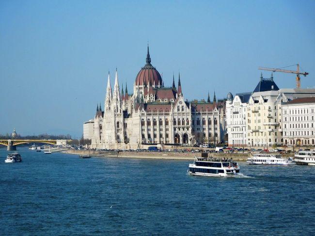 2005年12月以来、約13年ぶりのブダペスト旅行。今回は、所属する合唱団のウィーン演奏会のあと、3泊4日でブダペストを再訪。幸い天候にも恵まれ、ドナウ川の夜景、ナイトクルーズ、美術館巡りや音楽鑑賞を楽しんだ。<br /><br />参考:画像アルバムは下記にあります。<br />https://photos.app.goo.gl/7bxHoqNHwXqdnwpUA