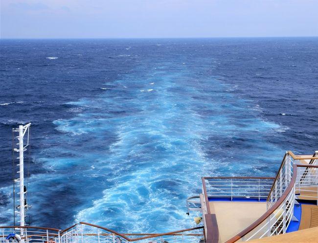 ダイヤモンドプリンセス号でのプリンセスクルーズ豪華客船の旅。<br />横浜港出発~神戸~四日市~横浜港着<br />台風のため、予定の関門海峡を通って韓国に行くことが出来なかった旅行です。 車椅子の義母を連れての旅行だったことと上陸したい地域がなかったため、寄港地に降りて観光するということは全くない旅行でした。<br /> 高齢で足が不自由な親や、車椅子の人を連れて窓のない内側の部屋でプリンセスクルーズをしようと思っている人にはいろいろと参考になる旅行記だと思います。<br /><br />5泊六日の旅行です。神戸港で散歩がてらにちょっと船外に出た以外はすべて船の中で過ごしていました。<br /><br />