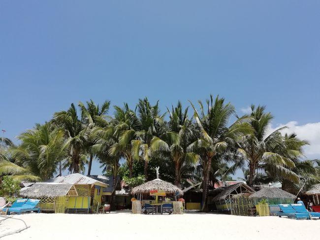 """2019年の春休みに、父(私)・母(妻)・長男(12才)・長女(9才)・次男(7才)・次女(6才)の<br />家族6人で、フィリピンのセブ島に行ったときの記録です。<br /><br />一般的に""""セブ""""と言えば、""""マクタン島のビーチリゾート""""を指すのですが、今回は<br />そこはスルー。普通の子連れ旅行ではまず行かない、""""セブ島の穴場""""を旅しました。<br /><br />フィリピンは2003年(エルニド)以来の再訪。これまでの家族旅行歴は以下の通りです。<br />(いつも春休みか夏休みに2週間程のんびりしてます)<br /><br />2010 バリ    (長男3才・長女0才)<br />2011 マレーシア (長男4才・長女1才・次男0才)<br />2012 タイ    (長男5才・長女2才・次男1才)<br />2013 タイ    (長男6才・長女3才・次男2才・次女0才)<br />2015 バリ    (長男8才・長女5才・次男3才・次女2才)<br />2016 ラオス   (長男9才・長女6才・次男5才・次女3才)<br />2018 タイ    (長男11才・長女8才・次男6才・次女5才)<br /><br />なぜ東南アジアばかりなのかと言うと、近くて・安くて・面白くて・美味しいから。<br />治安もいいし気候もいいし人もいいし、子連れバックパッカー旅には最高です。<br />フィリピンは治安が悪いイメージもありますが、田舎は全く問題ないですよ~。<br />旅のおおまかな日程は以下の通りです。<br /><br />1日目 機内泊<br />2日目~5日目 バンタヤン島泊 <br />6日目~12日目 マラパスクア島泊<br />13日目~15日目 モアルボアル泊<br />16日目 機内泊  17日目 帰宅<br /><br />これだけ期間が長く、しかも6人いたら、だいぶ出費がかさみそうですが、我々夫婦は<br />元バックパッカー(二十代後半に三年かけて世界一周しました)、節約旅はお手のもの。<br />(とはいえ子連れ旅ですから、昔よりずいぶん贅沢してますが…) <br />旅の全出費は以下の通りです。<br /><br />〈航空券〉中国東方航空 福岡ーセブ(乗り換え一回) 燃油代等、全て込み <br />往復 229560円 ※一人平均:38260円<br /><br />〈交通費〉①セブ空港→バンタヤン島(バス・フェリーなど):計2180ペソ(≒4960円)<br />②バンタヤン島→マラパスクア島(トライシクル・ボートなど):計1840ペソ(≒4190円)<br />③マラパスクア島→モアルボアル(ミニバン・バスなど):計2840ペソ(≒6460円)<br />④モアルボアル→セブ空港(バス・タクシーなど):計1190ペソ(≒2710円)<br />①~④計8050ペソ(≒18320円) ※一人平均:約3050円<br /><br />〈ダイビング2回〉4950ペソ(≒11270円)<br />〈オスロブへのツアー〉8000ペソ(≒18210円) ※一人平均:約3040円<br />〈出国時の空港使用料〉5100ペソ(≒11610円) ※一人:約1940円<br /><br />〈食費・おみやげ代など、その他全ての雑費〉約84580円 <br />※一人平均:約14100円 一日平均:約5640円 一人一日平均:約940円<br /><br />〈宿泊費〉14泊、合計:19850ペソ(≒45190円) <br />※一泊平均:約3230円 一泊一人平均:約540円<br /><br />〈航空費を含まない合計〉約189180円 <br />※一人平均:約31530円 一日平均:約12610円 一人一日平均:約2100円<br /><br />〈航空費を含んだ合計〉約418740円 <br />※一人平均:約69790円 一日平均:約27920円 一人一日平均:約4650円"""