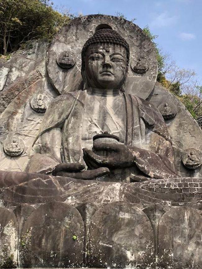 今年初めての低山登山。<br />のんびりハイキングに行くつもがしっかり登山してきました。<br />見所のたくさんある日本寺も堪能し天気もよく、しっかり汗をかき、自然を満喫してきました。<br />日本寺はどこもかしこも石段ばかりなので、体力必須!<br />