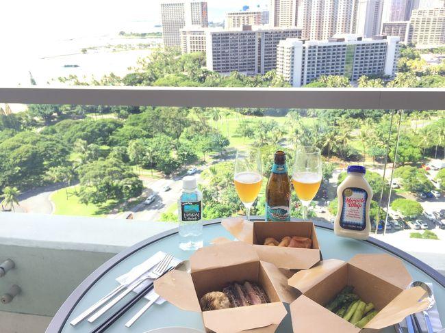 夫婦二人でハワイに行きました。<br />ハワイのホテルでは、ラナイを重視。<br />ラナイで気持ちよくプハーしたいので、ラナイの広そうなホテルを選びました。<br />1か所目は山側の夜景が見たくてアラモアナホテル<br />2か所目はオーシャンフロントに泊まりたくてアロヒラニホテル<br />3か所目のホテルは広々した部屋が良くてトランプホテル。<br /><br />ハワイ5日目前半は、<br />アイランド・ヴィンテージ・コーヒーにアサイーボウルとポキを買いに行き、ホテルのラナイで朝ごはん。<br />トランプホテルのプールとワイキキビーチで遊び<br />昨夜持ち帰りにしたBLTステーキの残りでランチ。<br /><br />後半はハレクラニのオーキッズで軽いディナー。<br />トランプの夜プールを楽しんだ後<br />ワイオルラウンジのナイト・ハッピーアワーへ。