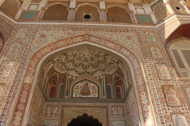 ジャイプールの世界遺産・アンベール城を見てから、デリーに戻ってきました。<br />デリーで最後の夜の街歩きをして、今回のインド旅行は無事終わりました。<br /><br />https://www.youtube.com/watch?v=msLxey29OxY<br />