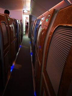 初めてのFクラス、初めてのエミレーツA380、初めての機内シャワー、初めてのドバイエミレーツFクラスラウンジ