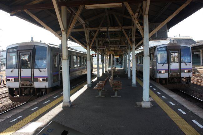 2018年の冬休み、島根と山口に行ってきました。<br />旅の目的は、<br />①久しぶりに東京駅から出雲市駅まで寝台特急「サンライズ出雲」を乗り通す。<br />②島根、山口の「男はつらいよ」のロケ地に行く。<br />③山口県の鉄道の未乗区間を乗る。<br />④角島大橋、青海大橋を渡る。<br />です。<br />年末の一人旅は11年振りでした。<br />その10は、美祢線乗車編です。<br /><br />その1 出発と寝台特急「サンライズ出雲」乗車編https://4travel.jp/travelogue/11437298<br />その2 山陰本線出雲市~温泉津間乗車編https://4travel.jp/travelogue/11437786<br />その3 温泉津温泉散策編https://4travel.jp/travelogue/11438267<br />その4 山陰本線温泉津~益田間乗車と江津散策編https://4travel.jp/travelogue/11439756<br />その5 益田散策と山陰本線益田~長門市間乗車編https://4travel.jp/travelogue/11440249<br />その6 山陰本線長門市~特牛間乗車と角島大橋編https://4travel.jp/travelogue/11442957<br />その7 山陰本線阿川~下関間乗車編https://4travel.jp/travelogue/11443903<br />その8 下関散策編https://4travel.jp/travelogue/11444410<br />その9 続・下関散策編https://4travel.jp/travelogue/11449539