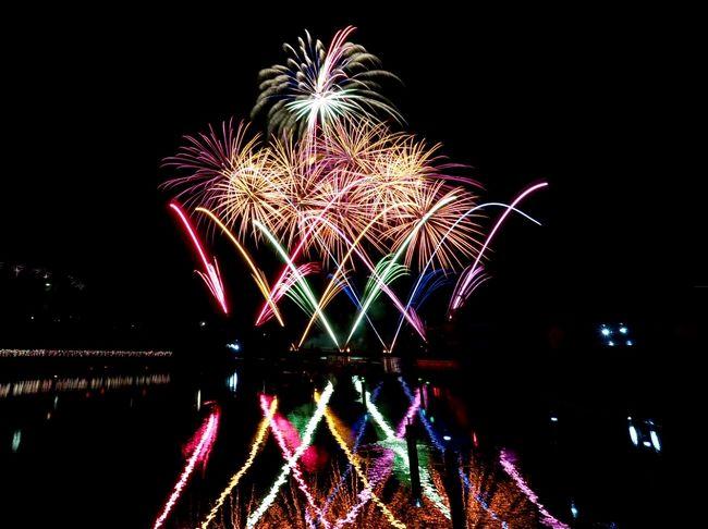 八景島シーパラダイスでは、ゴールデンウィーク期間中には毎日花火のショーがあるということで、見に行って来ました。明るい鮮やかな花火が音楽とともに打ち上げられてとても綺麗でした。。