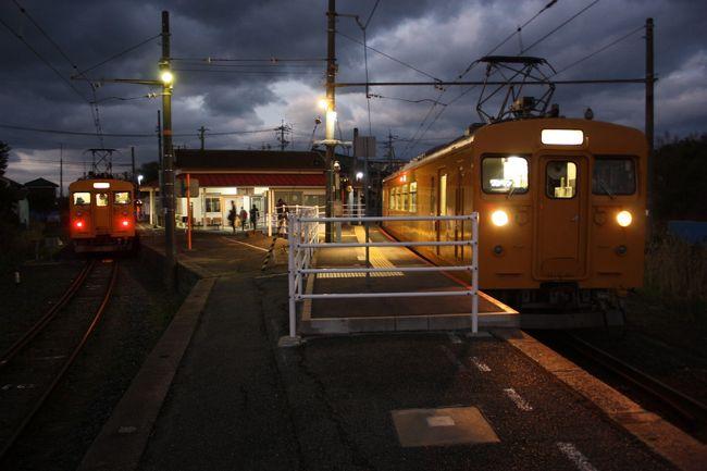 2018年の冬休み、島根と山口に行ってきました。<br />旅の目的は、<br />①久しぶりに東京駅から出雲市駅まで寝台特急「サンライズ出雲」を乗り通す。<br />②島根、山口の「男はつらいよ」のロケ地に行く。<br />③山口県の鉄道の未乗区間を乗る。<br />④角島大橋、青海大橋を渡る。<br />です。<br />年末の一人旅は11年振りでした。<br />その13は、小野田線乗車編です。<br /><br />その1 出発と寝台特急「サンライズ出雲」乗車編https://4travel.jp/travelogue/11437298<br />その2 山陰本線出雲市~温泉津間乗車編https://4travel.jp/travelogue/11437786<br />その3 温泉津温泉散策編https://4travel.jp/travelogue/11438267<br />その4 山陰本線温泉津~益田間乗車と江津散策編https://4travel.jp/travelogue/11439756<br />その5 益田散策と山陰本線益田~長門市間乗車編https://4travel.jp/travelogue/11440249<br />その6 山陰本線長門市~特牛間乗車と角島大橋編https://4travel.jp/travelogue/11442957<br />その7 山陰本線阿川~下関間乗車編https://4travel.jp/travelogue/11443903<br />その8 下関散策編https://4travel.jp/travelogue/11444410<br />その9 続・下関散策編https://4travel.jp/travelogue/11449539<br />その10 美祢線乗車編https://4travel.jp/travelogue/11486521<br />その11 青海大橋と仙崎散策編https://4travel.jp/travelogue/11487022<br />その12 美祢線・山口線乗車編https://4travel.jp/travelogue/11487456