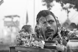 表情豊かな人々と出会い行き交う インド旅(*^▽^*)(8)ガンジス河の夕刻の儀式はカオス状態!@4大聖地の一つハリドワール