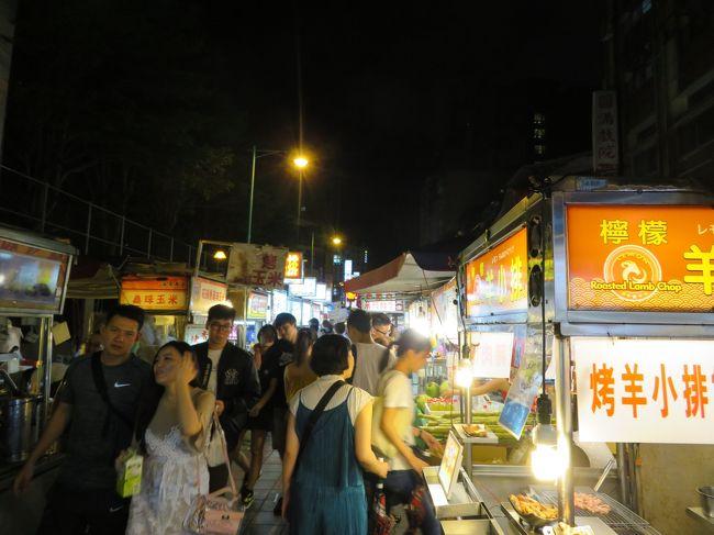 お盆休みの長期休暇を利用して台北へ行ってきました。<br /><br />ずっと行きたかったけど、いつでも行けると思いはや数年。<br /><br />ようやく行くことになりました。<br /><br />台北市内と九&#20221;という「初めての台北」で行っておきたい場所はだいたい網羅できたと思います。