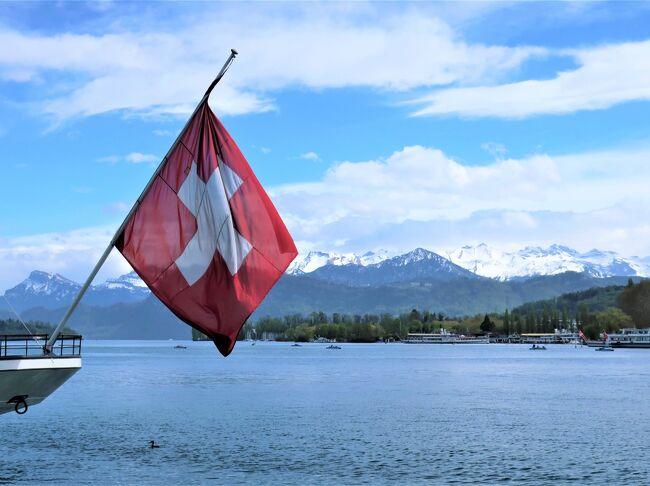 イースター休暇を利用してドイツから3泊4日でスイスに行ってきました。<br />今回は友人宅訪問ということで宿泊情報はありません。<br /><br />---Reiseplan---<br /><br />□4/20 リギ山 登山<br />□4/21 ツーリング(Steinerberg - Appenzell - Au ...)<br />□4/22 シュヴィーツ・ブルンネン観光<br />■4/23 ベルン・ルツェルン観光<br /><br />---------------<br />◆航空券<br />・Eurowings(DUS-ZRH)往復:EUR 109.98<br /><br />◆鉄道チケット<br />・Tageskarte(1日乗り放題チケット・1日間分):CHF 42.00<br />