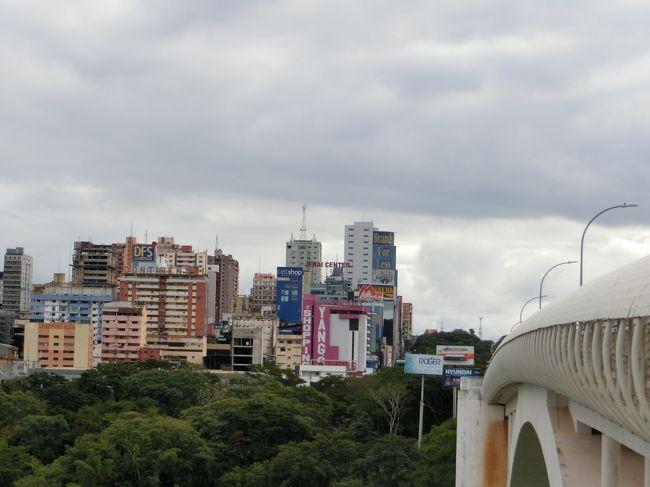パラグアイ?<br /><br />いつぞやのサッカーWCでPK負けしたんだっけ…<br />ということと、首都はアスンシオンであることくらいしか知りません。<br />昔住んでた千葉市の姉妹都市でした。<br /><br />フォス・ド・イグアスからパラグアイ第二の都市【シウダー・デル・エステ】に気軽に日帰りできるというので、<br />ほんとにふらっと入国してきました。<br /><br />南米の秋葉原って聞いてたけど、なんと町に誰もいない?!?<br /><br />【行程】<br /> 4/26(金)18:25NRT→BKK→ADD→<br /> 4/27(土)16:00サンパウロ着、サンパウロ20:45発GOL→<br />      フォス・ド・イグアス22:30着<br />      Iguassu Guest House泊<br />★4/28(日)ブラジル側の滝とシウダー・デル・エステ観光<br /> 4/29(月)アルゼンチン側の滝観光<br /> 4/30(火)フォス・ド・イグアス6:05発GOL→サンパウロ7:50着<br />      サンパウロ12:20発LATAM→サンルイス15:45着<br />      Palma Hostel泊<br /> 5/1(水)6:00のバスでバヘリーニャスへ<br />      14:00からレンソイス白砂漠ツアー<br />      ホテルリオプレグイサス泊<br /> 5/2(木) 6:00のバスでサンルイスに戻る。<br />      サンルイス15:40発LATAM→ブラジリア18:05着<br />      Hotel Econotel泊<br /> 5/3(金)ブラジリア18:00発GOL→サンパウロ19:45着<br /> 5/4(土)サンパウロ1:10発→ADD→ICN→<br /> 5/5(日)成田20:25着<br /><br />※サンパウロ空港は全てグアルーリョス(GRU)利用で手配しました。<br />コンゴーニャス(CGH)ではありませんのでご留意ください。<br /><br />【費用】総合計:296,000円<br />(参照レート:1ブラジルレアル28円、1アルゼンチンペソ2.5円)<br /><br />◆飛行機(約25万円)<br /> 成田⇔サンパウロ エチオピア航空約21万円<br /> (※2018年11月に買いました。10月なら16万だったのに・・・)<br /> サンパウロ⇔フォス・ド・イグアス GOL11,484円<br /> サンパウロ→サンルイスLATAM9,122円<br /> サンルイス→ブラジリアLATAM9,415円<br /> ブラジリア→サンパウロGOL5,260円<br /> ※ブラジル国内線はSkyscannerなどで普通に日本のクレカ決済できました。<br /><br />◆宿泊(6泊合計10,900円)やすっ<br /> フォス・ド・イグアス⇒Iguassu Guest House 3泊で150レアル<br /> サンルイス⇒Palma Hostel 45レアル<br /> バヘイリーニャス⇒Hotel Rio Preguicas  95レアル<br /> ブラジリア⇒Hotel Econotel 93レアル<br /><br />◆観光(約7,600円)<br /> イグアスの滝(ブラジル側)70レアル<br /> イグアスの滝(アルゼンチン側)700ペソ<br /> レンソイス半日ツアー 90レアル 等々<br /><br />◆食費  約10,200円<br /><br />◆現地交通費 約12,650円<br /><br />◆ビザ ※2019/6より不要になります。<br />オンライン申請で取得 44.24USD(4,928円)
