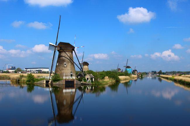 GWを利用しての夫婦旅行。今回オランダを選んだ理由は、フェルメール、レンブラントの名画に出逢う事が最大の目的。<br />でもせっかくなら、世界遺産でもある「キンデルダイク」の風車も見ないと勿体無い。<br /><br />キューエンホフのチューリップは時期的に遅いので、候補から外してあとはどこにしようか・・・<br /><br />すると妻から「ミッフィー」と「アンネ・フランク」<br /><br />アンネ・フランクの家は予約しておかないと中に入れないと聞いたので、、予めネットでチケットを予約して訪れました。<br />日本語の音声ガイドも貸してもらえるので、解りやすくおススメです。<br /><br />今回5日間という短い期間で、「キンデルダイク」「マウリッツハイス美術館」「アンネ・フランクの家」「オランダ国立美術館」「ナインチェ・ミュージアム」を巡り、あとはトラムで市内をまわったり、夜に運河クルーズをしたりして概ね自分の計画通りに旅をすることが出来ました。<br /><br />今の時期ですと、オランダは夜の9時くらいまで明るく、治安面でも安心かと思います。あと、意外とオランダの人は親切で、トラムで行先で悩んでいた時も親切に教えてくれたりしました。<br /><br />これから夏にかけてもっと日が長くなるとの事なので、夏のオランダがおススメだと思います。<br />