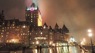 メープル街道&ナイアガラの一人旅【Day2】~雨で煙るケベックシティの夜景