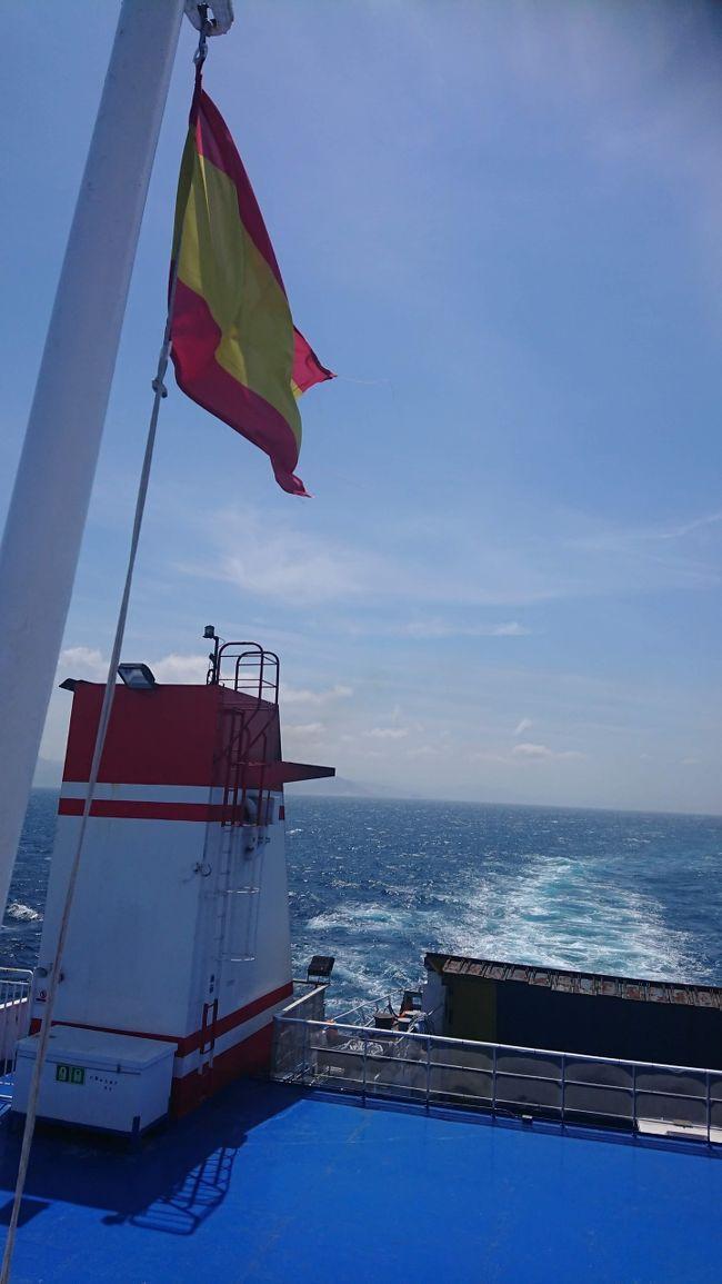 連休を利用して、以前から実行してみたかったザックでの旅を実現させてきました。<br /><br />モロッコ国内を電車やバスで大移動! からの、ジブラルタル海峡を船で渡り、スペインでおいしいイベリコハモン、ステーキを食らい、香港でさらに食べ歩くという、通常営業の食いしん坊ぶりの珍道中です。<br /><br />*****************************************<br />私のルートは先人様たちの情報からのものですので、目新しいルートではないですが、「なんだ! そうだったのか!」と思ったところや、時刻表や実際に自分で見て確認したところなど記して行こうと思います。誰かの旅行に少しでも役にたてばコレ幸い。<br />もちろん自分のログ用でもあります。<br />■リュックを買うところから、もう事件でした(笑)。<br />それは、こちらからどうぞ。<br />「大きなリュックが必要なので購入した話」<br />http://www.edit-factory.net/