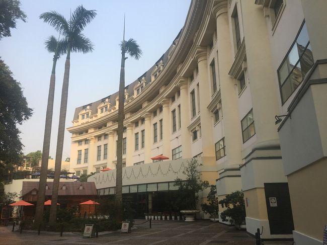 10連休となったゴールデンウィーク、主人と2人でベトナムのハノイに4泊5日の旅に行ってまいりました。<br />ベトナムは2人とも初めて。<br />フライトは羽田からANA、宿泊はヒルトンハノイオペラです。<br />1~2日目の前編です。後編はこちら→https://4travel.jp/travelogue/11491416?preview=true<br /><br />1日目<br />お昼過ぎに到着、夕方水上人形劇を観劇、夕飯はグランマーズ<br />2日目<br />文廟を見学、コトでランチ、フェバに寄り、大聖堂、アジサイ、ルーナムカフェへ、夕飯はエミーズカフェ<br />3日目<br />朝からハロン湾日帰りクルーズ、夕飯はドゥオンズ2<br />4日目<br />朝食はハイランズコーヒー、ランチはクリスタルジェイド、メトロポールでマッサージ、夕飯はレッドビーンセントラル<br />5日目<br />朝食はルーナムビストロ、早めに空港へ<br />午後便で帰宅