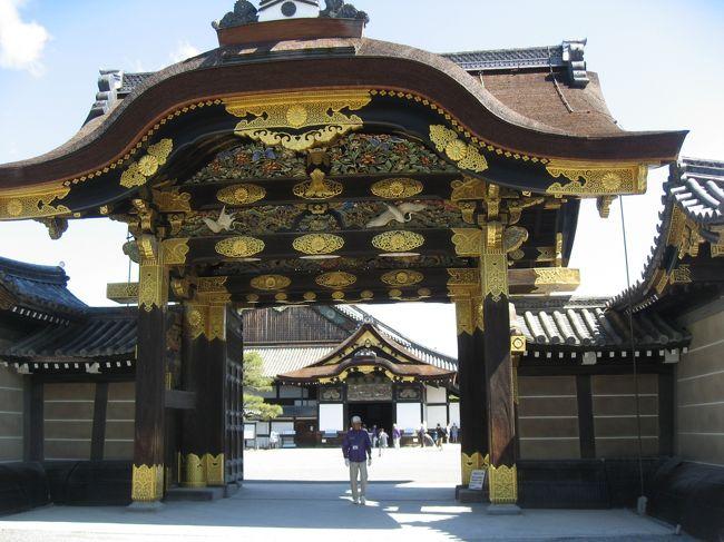 2月に行ったばかりなのに又行きたいと思っていたので、お誘いを受けて又行っちゃった京都。<br />行きたいところが違うところは効率よく行動という事で私は二条城へ、友人とは連絡しながら別行動。<br />食事で合流。<br />