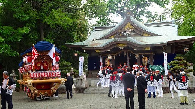 改元行事として、伊丹市の荒牧と鴻池地区で、御大典奉祝だんじり祭が行われました。<br /><br />鴻池神社からダンジリが出て、荒牧の天日神社で合流。2台のダンジリが天日神社から鴻池神社に向かいました。<br /><br />ダンジリ曳航と神社での奉納行事を含めた一日中の行事、その時々に出て行き撮影した写真が多いので3冊になっています。<br /><br />写真は、天日神社の境内で、鴻池地区から来るダンジリを待つ、荒牧地区のダンジリ1基。