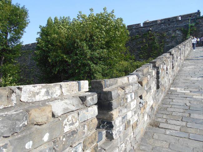 博物館近くに残っている城壁と自然公園を歩いてから北部にある双鳩寺と城壁を歩く。
