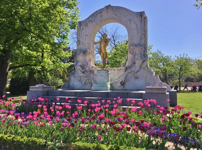 2019年GWヨーロッパ旅行はウィーン⇒パリ⇒マドリード⇒バルセロナと周遊しました。<br />どの都市も訪れたことがある為、ランチやカフェ、街歩き中心でのんびり過ごすことに。<br />お天気にも恵まれ、お花も沢山咲いていて、絶好のお散歩週間となりました♪<br /><br />主な日程はこちら↓<br />4/24(水) 神戸⇒4/25(木) 羽田⇒フランクフルト⇒ウィーン泊<br />      アイゼンシュタット日帰り           <br />4/26(金) シェーンブルン宮殿庭園 教会等~ウィーン泊<br />4/27(土) ハイリゲンシュタット ベルヴェデーレ宮殿庭園~ウィーン泊<br />4/28(日) ウィーン⇒パリ ギュスターヴ・モロー美術館~パリ泊<br />4/29(月) ジヴェルニー日帰り エッフェル塔等夜景~パリ泊<br />4/30(火) サクレ・クール寺院 ヴェルサイユ宮殿~パリ泊<br />5/1(水)シャンティイ城~パリ泊<br />5/2(木)マドレーヌ寺院 エッフェル塔夜景~パリ泊<br />5/3(金)フォンテーヌブロー城 ルーブル美術館~パリ泊<br />5/4(土)パリ⇒マドリード レティーロ公園バラ園 ソローリャ美術館~マドリード泊<br />5/5(日)大聖堂 セラルボ美術館 オエステ公園バラ園 トレド日帰り~マドリード泊<br />5/6(月)マドリード⇒バルセロナ サグラダファミリア夜景~バルセロナ泊<br />5/7(火)グエル邸 バルセロナ⇒フランクフルト⇒5/8(水) 羽田⇒伊丹<br /><br />1日目はウィーン到着後カフェで休憩、市立公園やフォルクス庭園を散策しランチへ。<br />午後からは日帰りでアイゼンシュタットへ行きました。<br /><br />