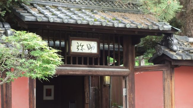 香魚、鮎を食しに吉野下市へ。天然アユを中心に、出まわる時期が限られていることから、初夏の代表的な味覚とされています。香魚とも云われますが、諸説ありますが藻を喰って育ったから、独特な香りがするとしますと益々季節感が出ます。その天然鮎を八百年間提供する、元祖寿司屋さんが奈良吉野下市の「つるべすし弥助」です。