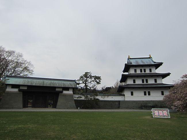 GW後半に函館に行ってきました。桜がまだ残っていたので、この時期ならではの旅行となりました。3日目の午後以外は天気にも恵まれ、気持ちよく過ごせました。<br />日程は概ね以下のようになってます。<br />1日目:函館空港、五稜郭、函館駅周辺、ベイエリア(昼)、函館山<br />2日目:元町(朝)、函館駅周辺、谷地頭、函館競馬場、どつく周辺、元町(夜)<br />3日目:朝市、松前、トラピスト修道院、大沼、四稜郭、トラピスチヌ修道院、ベイエリア(夜)<br />4日目:朝市、五稜郭、函館空港