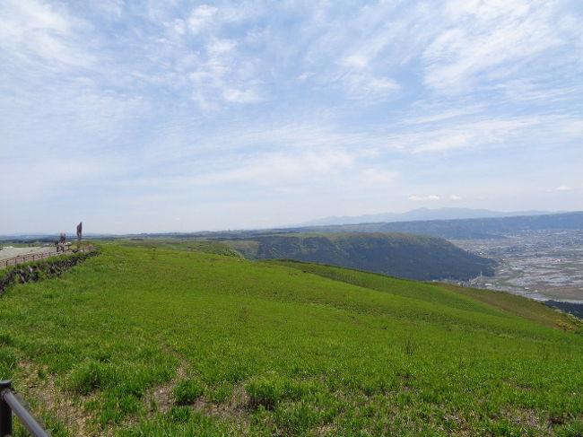 阿蘇山は 独特の形をしている。<br />噴火していて ロープウェイ閉鎖 火口口にも行けず残念。<br />高千穂を車で走っている時 緊急警報が携帯と車から 鳴った。<br />宮崎で地震があった。<br />地元のおじさんによると 阿蘇山が噴火している時は 地震が起こるとか。<br />翌日、「今日も噴火しているから 地震が起こるかもしれない」と言っていた。