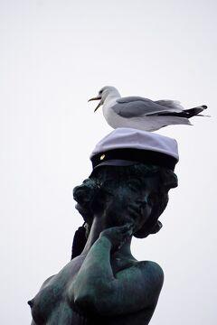バルト海沿岸5カ国周遊10日間の旅(2)到着したメーデーのヘルシンキはヴァップと呼ばれる学生と春の祭典だった。