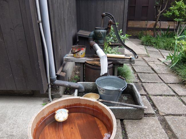 東京の片隅、大田区の多摩川近くの住宅地に昭和のたたずまいを残す一軒家が「昭和のくらし博物館」として公開されています。<br />この建物はアニメ映画「この世界の片隅に」(このせか)の取材で利用されたこともあってGWまで特別展が催されていました。太平洋戦争中のヒロインの暮らしを再現した今回の「すずさんのおうち展」はアニメの世界を再現のほか、ファンの作品が展示されていたりと見ごたえがありました。<br /><br />通常の展示では戦後の暮らしを再現しているそうです。土日祝日開館。<br />ちなみにアニメ「宇宙よりも遠い場所」(よりもい)のヒロインの実家のモデルもこの建物だとか。<br />こういう落ち着いた家もいいなあと思います。