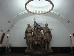 本当に美術館の様だった!!モスクワの地下鉄駅構内