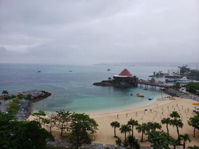 初旅行記!!<br />いやいや絶好調の息子(3歳)と、大学時代の友人と娘ちゃん(5歳)と初沖縄に行ってきました!<br />私も友人も初めての沖縄だったので、ホテルだけは色々と念入りに調べて決めました。<br /><br />あとは適当に行動を決めて、のんびりスケジュールの3日間でした。<br />初沖縄は、天気が微妙でしたが予想以上にとても楽しかったです?<br /><br />5/16 8:05 伊丹発<br />5/17<br />5/18 14:15伊丹着