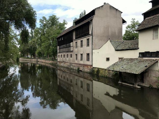 毎年恒例の工業見本市視察ついでの自腹研修旅行、今年は南部ドイツからほど近い、フランス・ストラスブールへ行ってみました。観光地としてはマイナーかもだけど、ヨーロッパ史上の要所なのです(たぶん)
