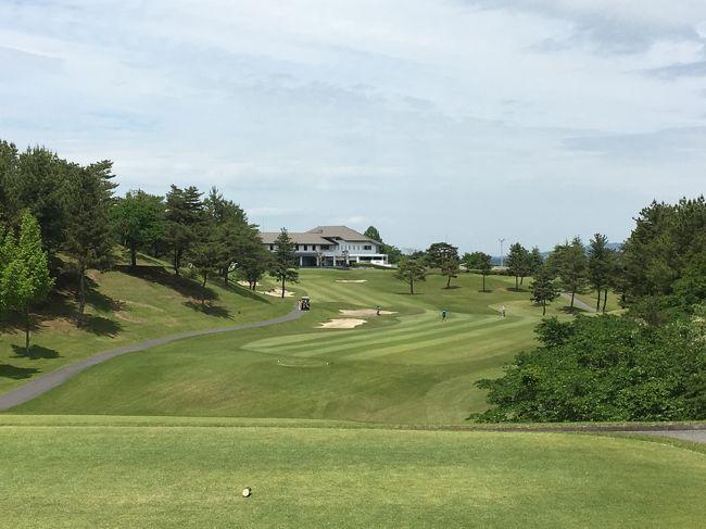 恒例となった井上誠一氏設計コースでのゴルフ合宿、今回が3回目です。ホームコースのゴルフ仲間8人で出かけました。<br />今回は、栃木県の烏山城カントリークラブと日光カンツリー倶楽部の2つを回ります。ホームコースと提携関係にある日光カンツリーは2回目です。2日間とも天候に恵まれ、スコアはともかく楽しいゴルフになりました。<br />なお、今回はカメラは持参せず、写真は全てiPhoneで撮影しました。