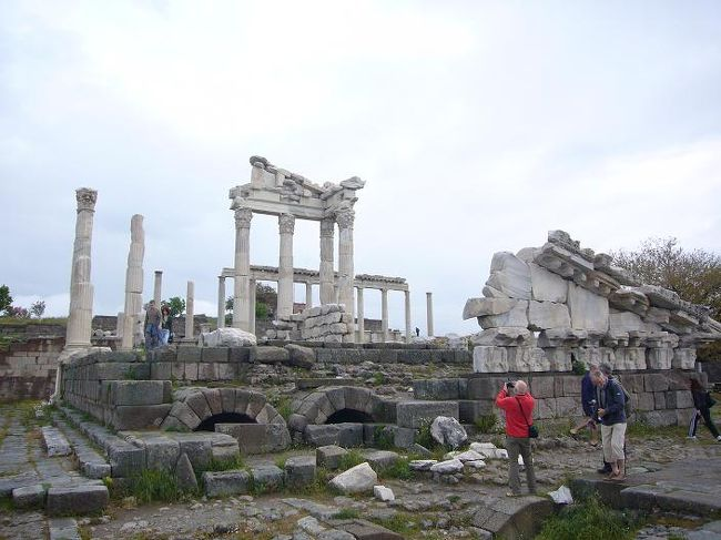 アジアとヨーロッパの架け橋となるトルコを8日間で回る団体ツアーに参加しました。カッパドキアやパムッカレの絶景やエーゲ海沿いの遺跡群にイスタンブールなど見所満載のトルコ。楽しみです。<br /><br />詳しい内容は、こちらをご覧下さい。<br /> ⇒http://000worldtour.web.fc2.com/018_turkey_01.html