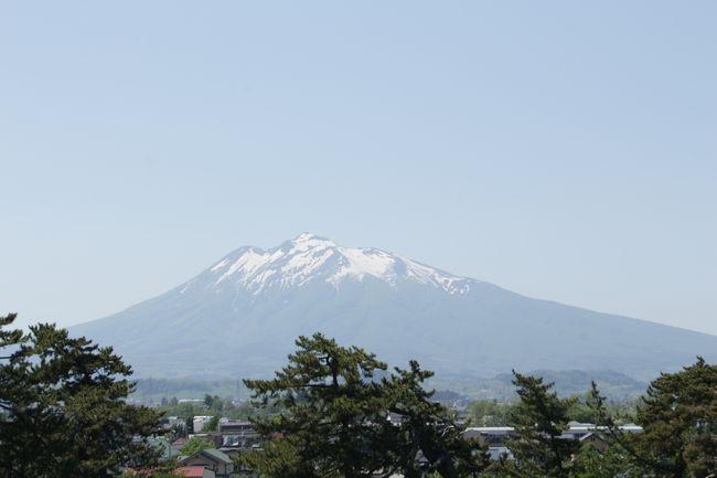 今回は、400年の歴史がある弘前城公園<br />桜が散っても見所満載<br />新緑が気持ちよくて、自分探しには、ぴったり弘前城公園<br /><br />日本最古のソメイヨシノや昭和天皇のエピソードなど実際に行って体感できることもできます。<br />歴史の教科書にもない、歴史などもありまさに歴史ある公園です。
