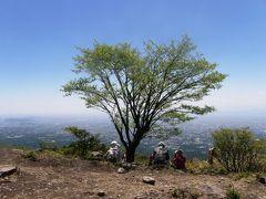 赤城山系鍋割山に登り、山頂で昼食はバーベキューで食事会