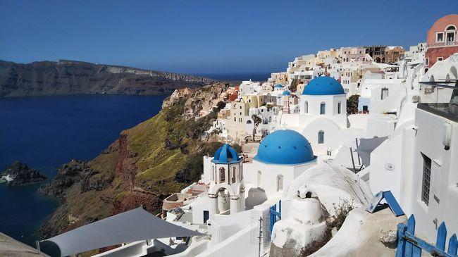 私にとって、ギリシャといえば首都アテネにあるパルテノン神殿、エーゲ海に浮かぶ美しい島々。<br />せっかくギリシャへ行くなら、サントリーニ島の青い教会ブルードームがある青と白の綺麗な光景はぜったい見たい!<br /><br />約半年前にルートを検討し始めると、ギリシャに6泊できればこれらの全部を満喫できそうです(#^^#)<br />まずはルフトハンザで、半年ほど前に関空からアテネへの航空チケットを予約しました。<br /><br />アテネ往復のチケットを確保してから、ギリシャ滞在のルートを考えた上で、サントリーニ島への航空往復チケットや滞在するホテル、エーゲ海クルーズの予約をしました。<br /><br />ホテルはBooking.comで、アテネ2泊⇒サントリーニ1泊⇒アテネ3泊を予約しました。<br />今回は初めてホテルではなく、個人が所有されているアパートメントを利用します。<br /><br /><今回の旅のルート><br />1日目;関西空港からアテネへ向けて出国 <br />2日目;アテネ観光 <br />3日目;午前中にサントリーニ島へ移動して、午後からフィラ観光<br />4日目;イア観光した後、夜にアテネへ移動 - この旅行記<br />5日目;日帰りエーゲ海ツアーに参加<br />6日目;アテネ観光<br />7日目;アテネを出国⇒(8日目の朝)関西空港に到着