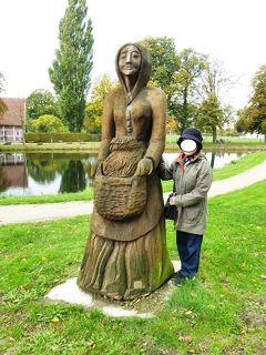 2013年秋のドイツ9:ラエスフェルト城近くにキャベツ夫人・アンナの彫像が立つ。