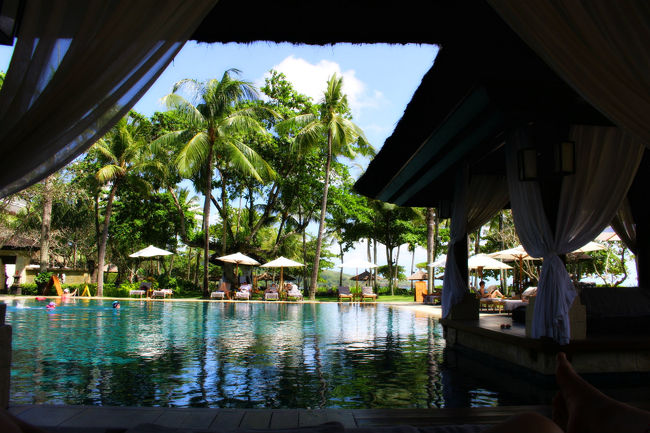ビーチリゾートといえばハワイでしょ!沖縄でしょ!のふたりが<br />初めて訪れたバリ島。<br /><br />周囲の人の評価も「大好き」「二度と行かなくていい」と極端で<br />フォートラの書き込みにも「気をつけろ」「騙されるな」のご意見多数。<br /><br />出発予定日1ヶ月を切ってからの予約で<br />旅行会社とのやりとりも結構バタバタ。<br /><br />だ、大丈夫なのか……?<br /><br />結論から言うと、最高でした!<br />きっと来年もバリに行く。<br /><br />今回は、バリ島初心者の方に向けて<br />ところどころ、ハワイとの比較も織り込みつつお届けしたいと思います!<br /><br />◆2019年5月22日~27日 4泊6日<br />成田・ングラライ空港(デンパサール空港)往復<br />ガルーダインドネシア航空<br /><br />◆インターコンチネンタル・バリ・リゾート<br />クラブルーム4泊5日<br /><br />※旅行記中の写真、文章の転載禁止<br /><br /><br />コメント&イイネ!を押して下さった方の旅行記にもお邪魔しますー!<br /><br />