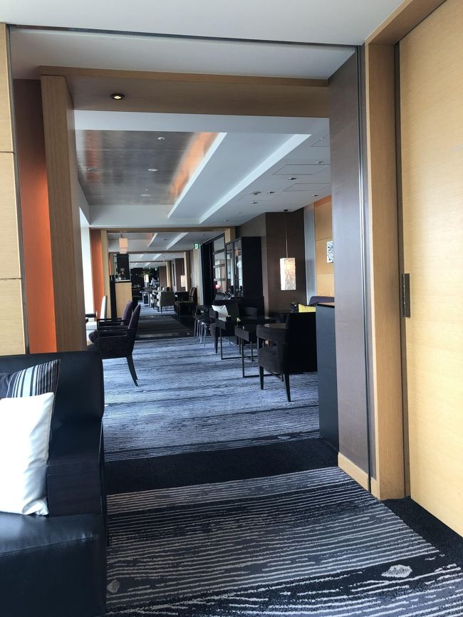 ホテルニューオータニ エグゼクティブハウス 禅に泊まってきました。<br /><br />比較的ニューオータニから近い場所に住んでいることもあり普段は食事やテイクアウトなどをメインに使っていますが、以前体調崩して入院した後しばらくニューオータニや帝国ホテルに泊まっていたこともあり、近場のホテルに泊まる楽しみを覚えてしまいました。以来、海外や国内旅行するほどではないけれど、非日常感を味わいたいときに定期的に都心のホテルに泊まっています。<br /><br />フードプレゼンテーションが4回だった時に何回か伺ったことがありますが、大きくグレードアップしてからは初めてです。今回は宿泊料金だけでどこまで楽しめるか、、、を中心に適当に書いてみました。<br /><br />食事ばかりを撮り続けるのはかなり恥ずかしかったのですが、超微音モードで目立たないように撮影した分、かなりお見苦しいかも。