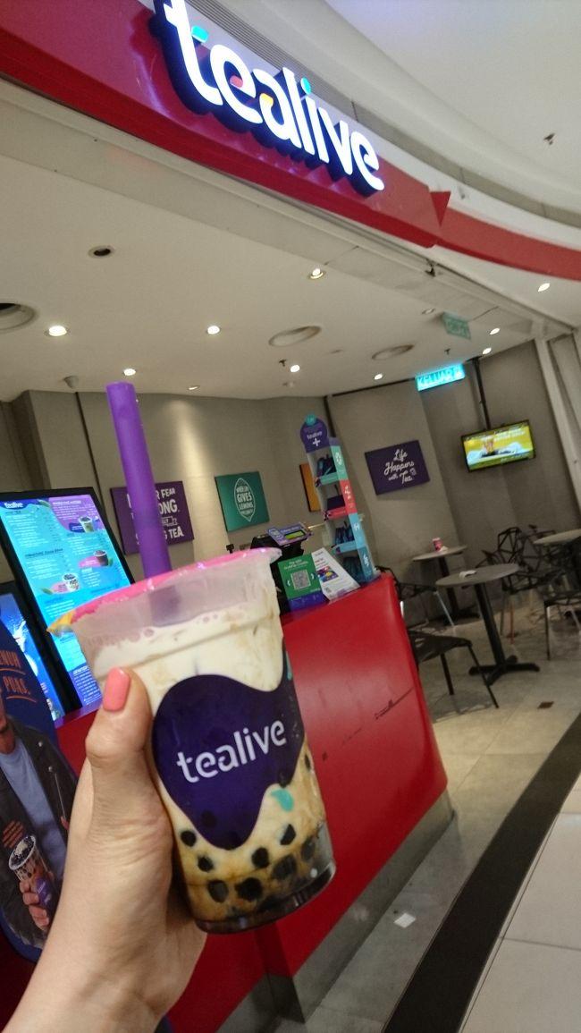 NUセントラルでタピオカ<br /><br />マレーシアで流行ってるタピオカ屋さん<br /><br />何件かお店かります!<br /><br />200円代でタピオカ飲めるのは嬉しいです<br /><br /><br />しかも、おいしぃー!