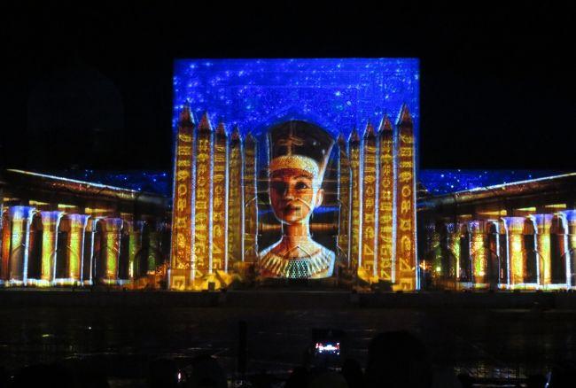 サマルカンドのレギスタン広場で行われた、レーザー光線を使った光イベントの紹介です。