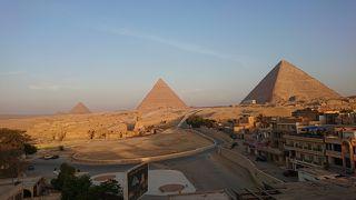 ベッドから・・・シリーズ?ピラミッド寝ながら見えます。 寝ながらシリーズ第2弾