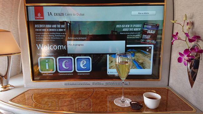 JALのマイルをエミレーツ航空の航空券に交換しました。165,000マイル(2018年10月)<br /><br />行先、成田⇔ドバイ、ドバイ⇔タンザニア(ダルエスサラーム)、ドバイ⇔エジプト(カイロ)全ての工程<br />ファーストクラスでした。わけあって帰りのドバイ⇒成田は、ビジネスクラス使用<br /><br />機材、成田⇔ドバイA380、ドバイ⇔タンザニア、ドバイ⇔エジプト、B777<br /><br />長距離路線⇒成田⇔ドバイ    A380行きファースト、帰りビジネス<br />中距離路線⇒ドバイ⇔タンザニア B777往復ともにファーストクラス<br />短距離路線⇒ドバイ⇔エジプト  B777往復ともにファーストクラス<br />に乗ってわかったこと等レポートします。いよいよこの旅も最終章です。<br /><br />2019年5月30日に帰国して一か月に渡って旅行記を書いてきましたが訪問してくれた約4,000人の方が訪問してくれました。ありがとうございます。写真の数が多いので全てコメントや言葉を入れてない所も有るので徐々に更新したいと思います。<br /><br />この旅でファーストアフリカ、初ドローン撮影、NOWifiフリー、今まで体験出来なかった事や、予想外の多かった旅です。<br />いくら準備をしていても天気やその土地で出会った人、そこで感じた風の音、風にのってくる匂い、光の差す角度で見える景色、この場所で聞きたい音楽、これからの自分にとって自信になる旅でした。<br /><br />昨日(6/29)FMラジオJ-waveの葉加瀬太郎さんがナビゲートしている<br />ANA WORLD AIR CURRENTのゲスト稲葉なおとさんが紹介していた<br />ホテルが、先日寝ながらシリーズで案内したバルセロナのホテルの話をしていました。<br />https://www.j-wave.co.jp/original/worldaircurrent/190629.html<br />http://pod.j-wave.co.jp/blog/worldaircurrent/archive/190629_worldaircurrent.mp3<br />ホテルについて<br />https://4travel.jp/os_hotel_tips_each-12778243.html<br /><br />カイロから夕方ドバイ国際空港に到着しました。入国手続きを済ませてるとイフタール(ラマダン明けの食事)を配っていました。今回の旅はラマダン中でしたのでこの時にしか見れない景色もありました。空港から地下鉄に乗ってホテルにチェックインしました。その後、エミレーツ航空のCAさんとドバイモールでドバイファウンテンを見たり食事をしました。ごちそうしようとしましたが割り勘で良いとの事でした。ドバイでの生活やエミレーツの話を聞きました。日本みたいに高貴な職業では無い様で親近感が湧きましたなぜならCAだけで2,000人以上居るので一度同じフライトに成ったら二度と会わないそうです。<br />次の日は、朝ホテルの屋上に行ってプールとそこから見える景色を撮影しました。手すりに触ると高温で軽いやけど見たいになりました。<br />体調も下り坂46になり外出が制限されました。<br />海も見るだけで、ブルジュ・ハリファに登り夕陽を見て上からドバイファウンテンのショーを見ました。最後にどうしても行きたかったインスタ映えするスタバに行き写真を撮って空港に向かいました。<br />夜中の2時に出発です。しかし最後に悲しい事が、トイレに行っている間ファイナルコールで帰国アウト?ここから最後頑張りました。<br />ビジネスクラスラウンジで相談するとチケットカウンターでチケットを変更してもらいなさいと言う事で、チケットカウンターへ、係り員からは冷たい一言『あなたこのチケットエミレーツ航空で発券したものでないのでJALに連絡してください。』ネットで片道チケットを見ると、直行便は約10万円(エコノミークラス)乗継便(フィリピン経由エコノミークラス)約6万円、NTTドコモにフリーコールして国際電話の料金を調べたら1分180円しょうがないので国際電話約30分話して次の日の同じ便に変更してもらいました。その為、空港で一日過ごしましたが良かったのはラウンジで過ごせたので食事代はラウンジで済ませたので今回良かったです。<br />ラウンジも色々写真撮ることが出来ました。<br /><br />最後にありがとうございました。 感想もお待ちしてます。<br />