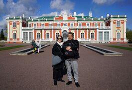バルト海沿岸5カ国周遊10日間の旅(19)カドリオルク宮殿とタリン旧市街を散策をし、カラマヤ地区のレストランでツアー最後の食事を楽しむ。