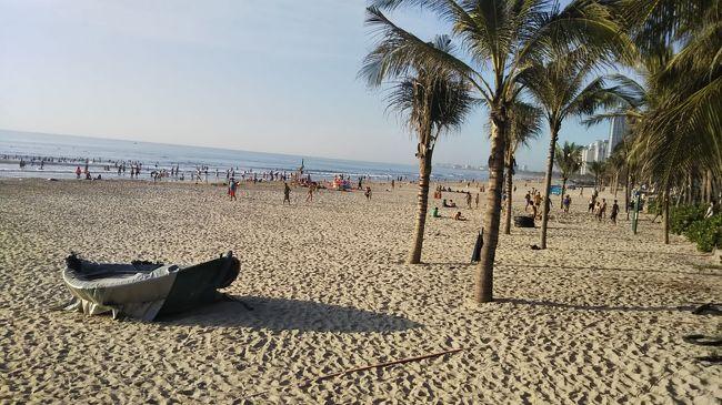 ベトナム ホイアン・ダナンにひとり旅<br /><br />ビーチリゾートにあこがれて、全日程ダナンのビーチ側に滞在しようと思いましたが<br />いろいろ調べるうちにホイアンもいいじゃない!となり<br />ホイアン2泊、ダナン1泊でひとり旅です。<br /><br />あまりせわしい旅程ではなく<br />街をぶらぶらしたりビーチでぼーっとしたりマッサージを受けたり<br />そんな風に過ごしたかったので<br />特にオプショナルツアーなどの予約もせず<br />気楽に無計画な感じで行ってまいりました。<br /><br />移動はすべてGrabカーを利用。<br />暑いし、万が一事故にあったら怖いのでGrabバイクには乗りませんでした。<br />一人だし車だから、想定よりも交通費がかかってしまいましたが、それでも安い。<br />それに運転手の皆さんいい方でよかったです。<br />呼んだらすぐ来るしね。まじ便利。超おすすめ。<br />できれば一日チャーターとかしてみたかった。<br /><br /><br />4日目はいよいよ日本に帰ります。<br />気づけば、観光地っぽいところに行っていない。と思い、日本各地にもあるようなリンウン寺の巨大観音像をおがみに行き、観光実績(?)を積みました。
