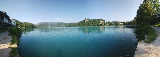 スロベニアは中々の自然豊かな美しい国でした。<br />四国ほどの大きさの国のようです。<br /><br />スロベニアの首都リュブリャナは、中世に2回の大震災に見舞われ、ルネッサンス、バロック、アールヌーヴォーと、さまざまな時代の建築物が混在しています。<br />唯一の島があるブレッド湖は思いがけずライトアップを見ることが出来たので良かったです。<br />また、世界最大の鍾乳洞の中はとても広く、涼しいところでした。長いときを経て出来た鍾乳洞に感動です。<br /><br />