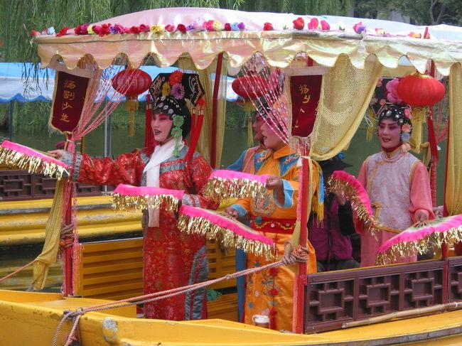 楊州は「楊州炒飯」が有名ですが、ガイドブックで見た「五亭橋」を見に出かけました。