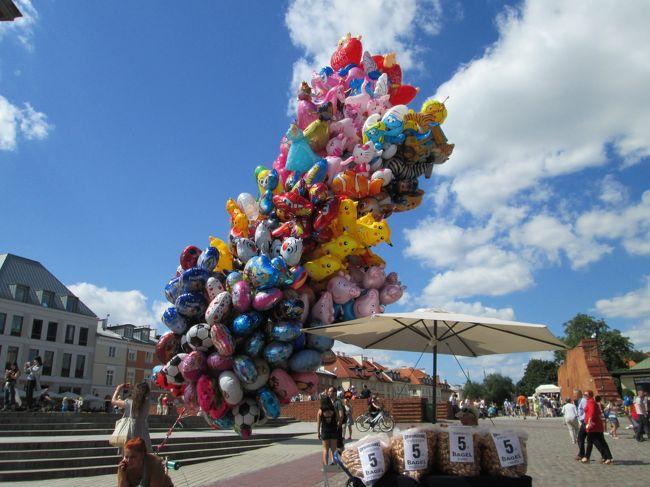 ワルシャワ旧市街観光の様子です。