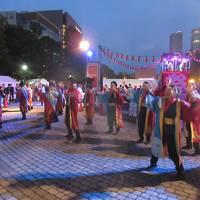 新緑の北海道(14)【札幌】YOSAKOIソーラン祭り〜笑顔の踊り子たちを間近で見る感動!